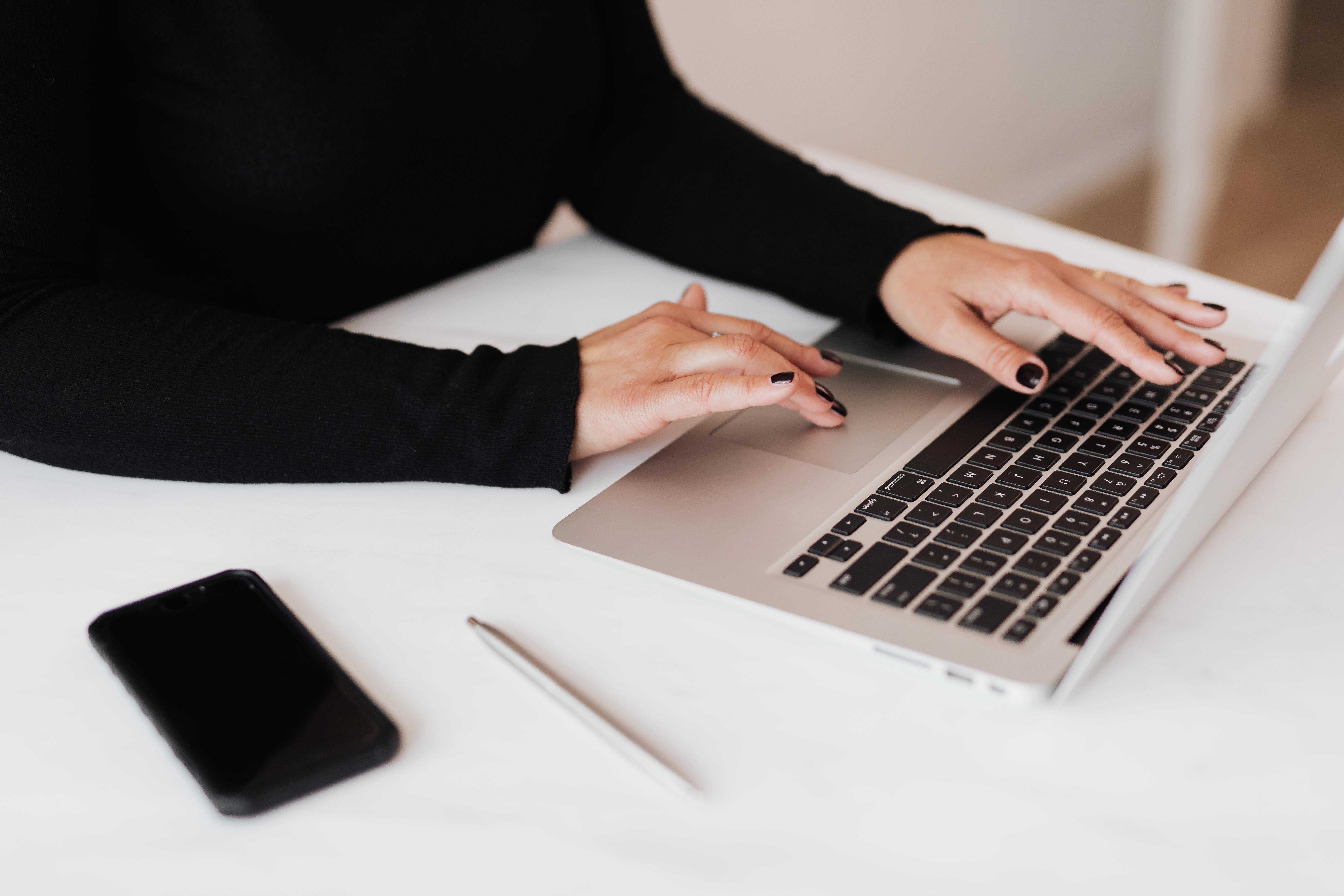Kontakt z adwokatem podczas epidemii – e-porady, adwokat online